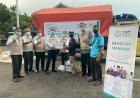 Ringankan Beban Hidup Korban Banjir di Kapuas Hulu dan Melawi, YBM PLN Kalbar Serahkan Bantuan Paket Sembako
